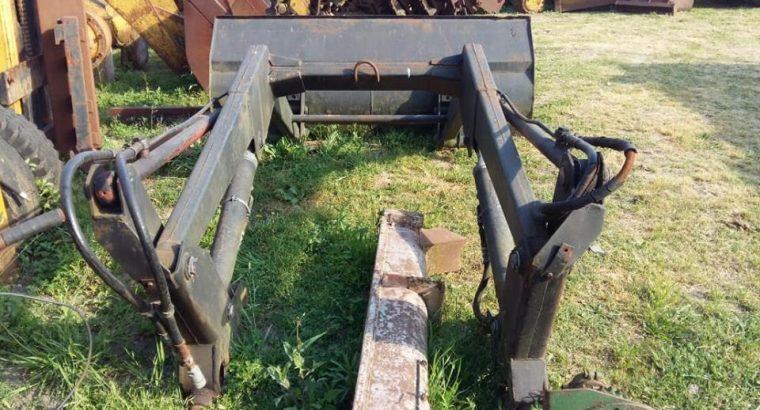 Pala frontal aplicable a tractor. Muy robusta. 1 m3. Casi nueva. 2 meses de uso