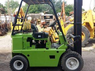 Autoelevador clark para 2 toneladas naftero con equipo de gas instalado y funcionando