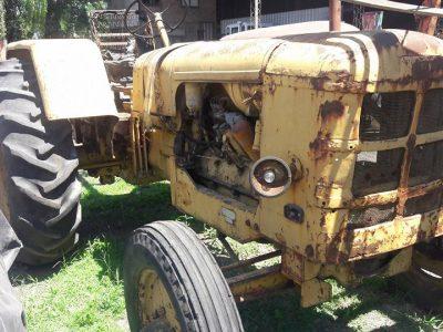 Tractor Fhar con Deutz 4 cilindros..descuidado de aspecto pero con muy poco uso