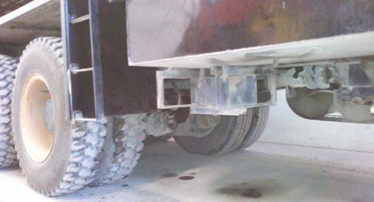 Grua sobre camion 65T Pyh
