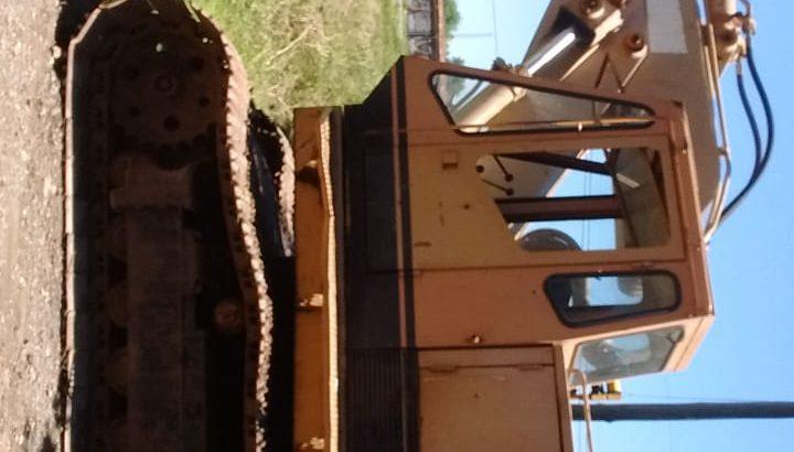 Excavadora sobre orugas caterpiller 225