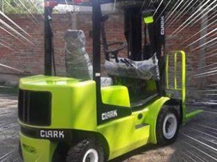 Clark Genesis Para 2.5 TN Torre Triple Diesel Con Desplazador