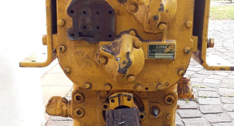 Caja de transferencia alta y baja para pala cargadora Michigan 75 reparado a nuevo, sin uso. A revisar.