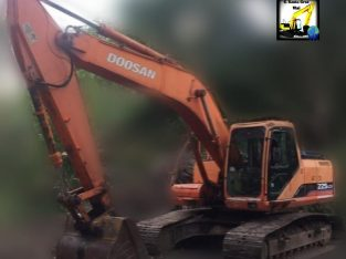 Excavadora sobre orugas doosan 225 LCV