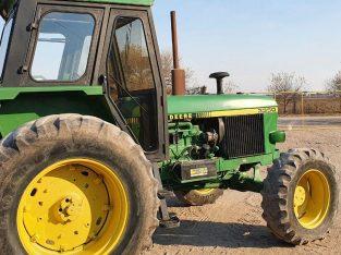 Tractor John Deere 3350 Doble Tracción.